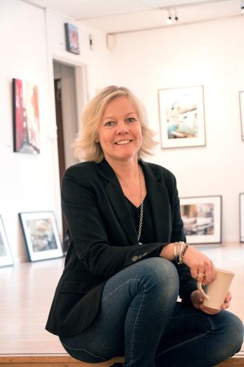 "Carina ""Cina"" Sivertsson på Galleri Black & White Art"