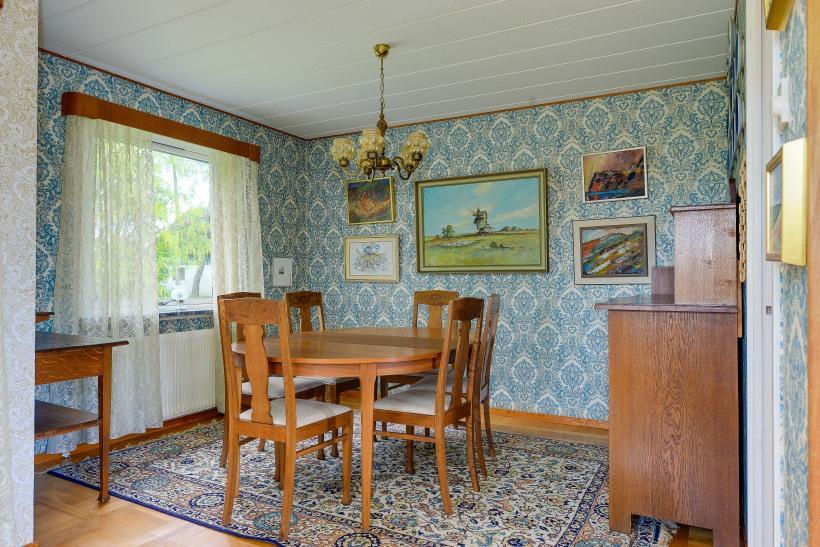 Vardagsrum i original för dig som gillar retro - medaljongtapet