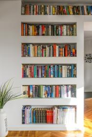 Snyggt när bokhyllan är en del av väggen! Foto: Fredrik Andersson, xcLens