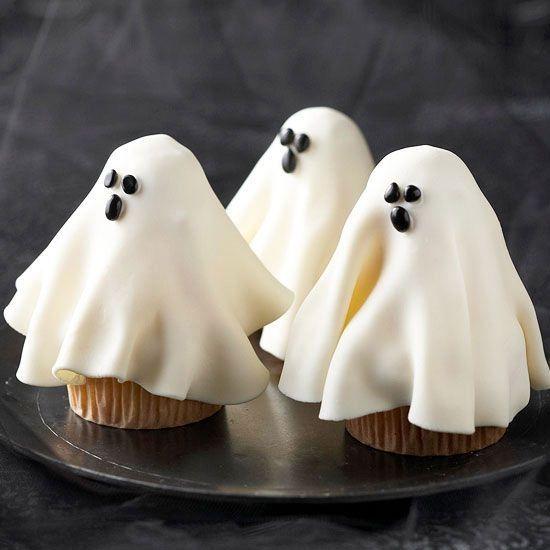 Söta spökmuffins! Bilden är lånad från Pinterest och återfinns med länk på vårt konto där.