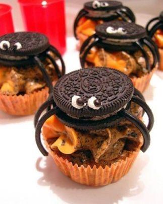Ajabaja - inte röra! Här vaktas muffinsen av spindlar! Bilden är lånad från Pinterest och återfinns med länk på vårt konto där.