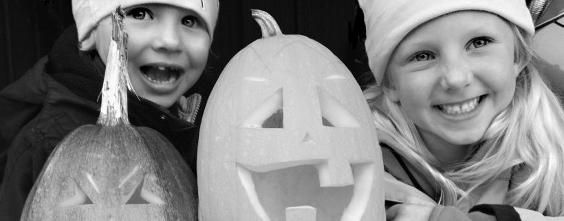 Barn med halloweenpumpa. Bild: Jess