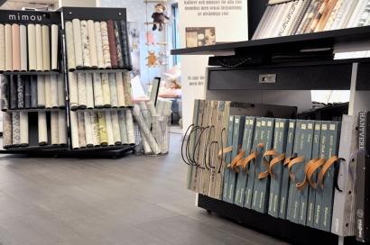 Ca 400 tapetböcker finns det på Färgab i Halmstad. Varje bok innehåller 40-50 tapetprover! Det blir en del tapeter...