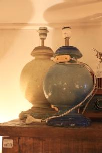 Lampfötter som räddats från ett hotell efter en jordbävning i Marocko 1960, och sedan glömts kvar utomhus tills någon 45 år senare tog in dem..