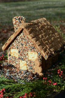 Ett pepparkakshus till fåglarna! Bild lånad från homeiswheretheboatis.net