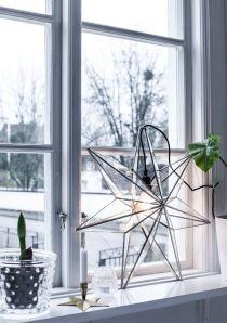 Man måste inte hänga upp stjärnan i fönstret, det går fint att ställa den! Foto lånat från: houseofphilia.elsasentourage.se