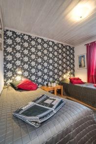 Sovrum med fin fondtapet