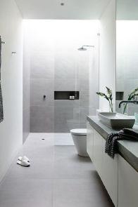 Färgerna och materialen i denna dusch är gudomliga!